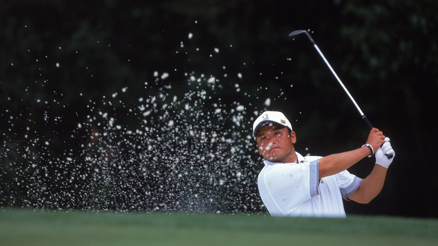 Japan's Shigeki Maruyama escapes a bunker during the 2001 Masters Tournament at the Augusta National Golf Club. image